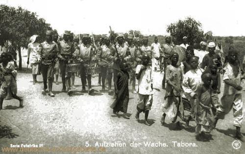 Deutsch-Ostafrika, Aufziehen der Wache. Tabora