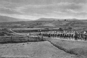Deutsch-Ostafrika, Askari auf dem Marsch
