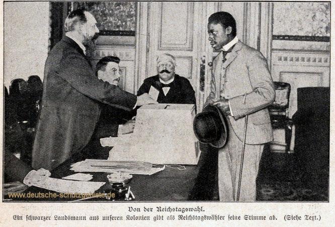 Von der Reichstagswahl. Ein schwarzer Landsmann aus unseren Kolonien gibt als Reichstagswähler seine Stimme ab.