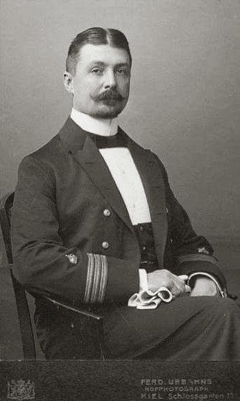 Hugo Freiherr von Cotzhausen, Privatfoto des Korvettenkapitän Hugo Freiherr von Cotzhausen, Foto mit freundlicher Genehmigung der Familie Renner (Enkel)