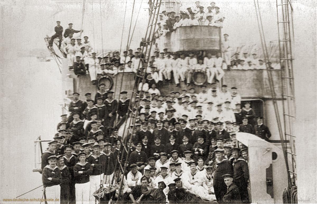 S.M.S. Pelikan, Mannschaftsbild