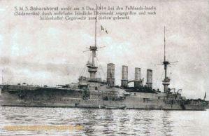 S.M.S. Scharnhorst wurde am 8. Dezember 1914 bei den Falkland-Inseln (Südamerika) durch mehrfache feindliche Übermacht angegriffen und nach heldenhafter Gegenwehr zum Sinken gebracht.
