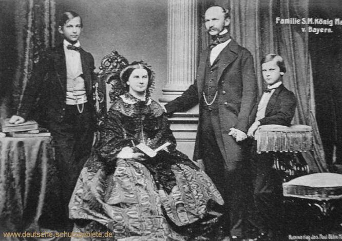 Familie S.M. König Maximilian II. von Bayern (v.l.n.r.: Ludwig II., Königin Marie, König Maximilian II., Otto I.)