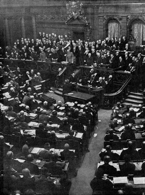 """Die denkwürdige Reichstagsitzung vom 2. Dezember 1914: Reichskanzler von Bethmann Hollweg spricht. (""""Woche"""" 1914)"""