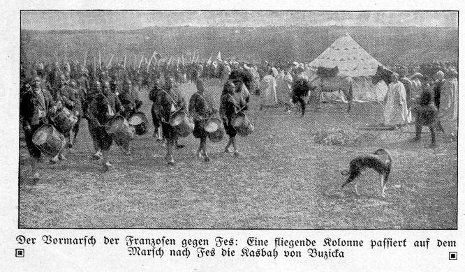 Marokkokrise 1911: Vormarsch der Franzosen gegen Fez: Eine Kolonne passiert auf dem Marsch nach Fez die Kasbah von Buzicka.