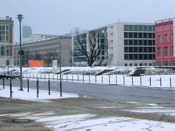 Berlin. Sockel des Nationaldenkmals im Februar 2005. (Foto © deutsche-schutzgebiete.de)
