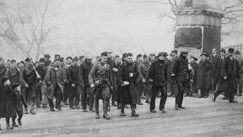 Die geretteten Offiziere und Mannschaften der Blücher in Edinburgh.