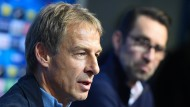 Damals noch Trainer des Vereins: Jürgen Klinsmann bei einer Pressekonferenz von Hertha BSC Berlin