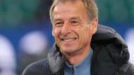 Das Lächeln soll nicht über seine Härte hinwegtäuschen: Reformer Klinsmann bei Hertha BSC Berlin.