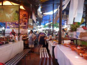 Stand de nourriture dans un marché