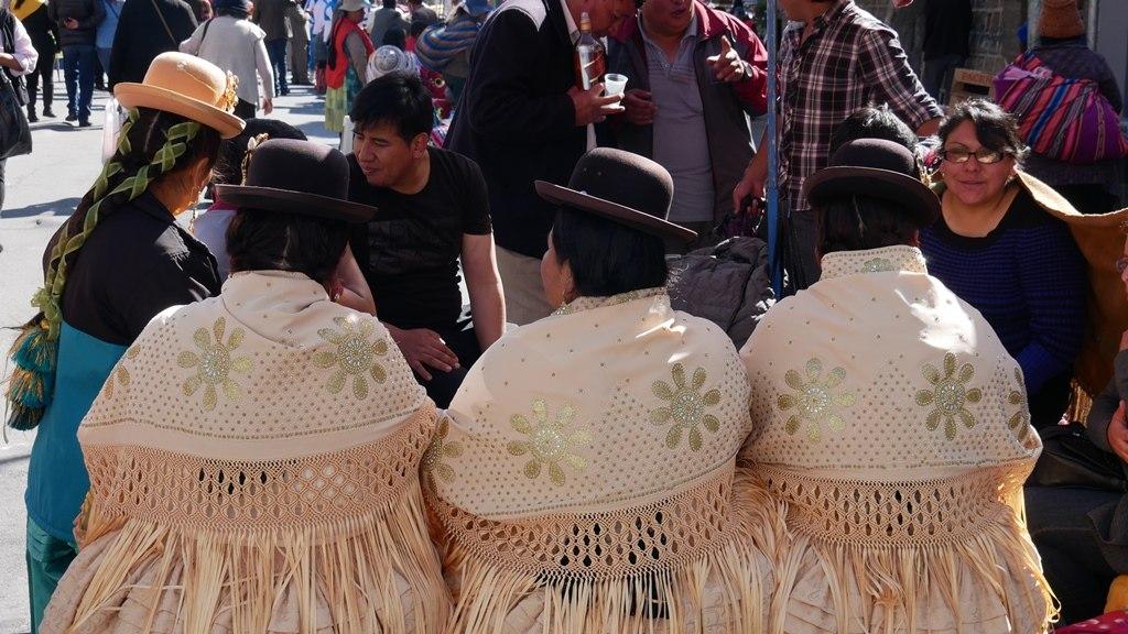 Tenue traditionelle Bolivienne pendant le Gran Poder à La Paz