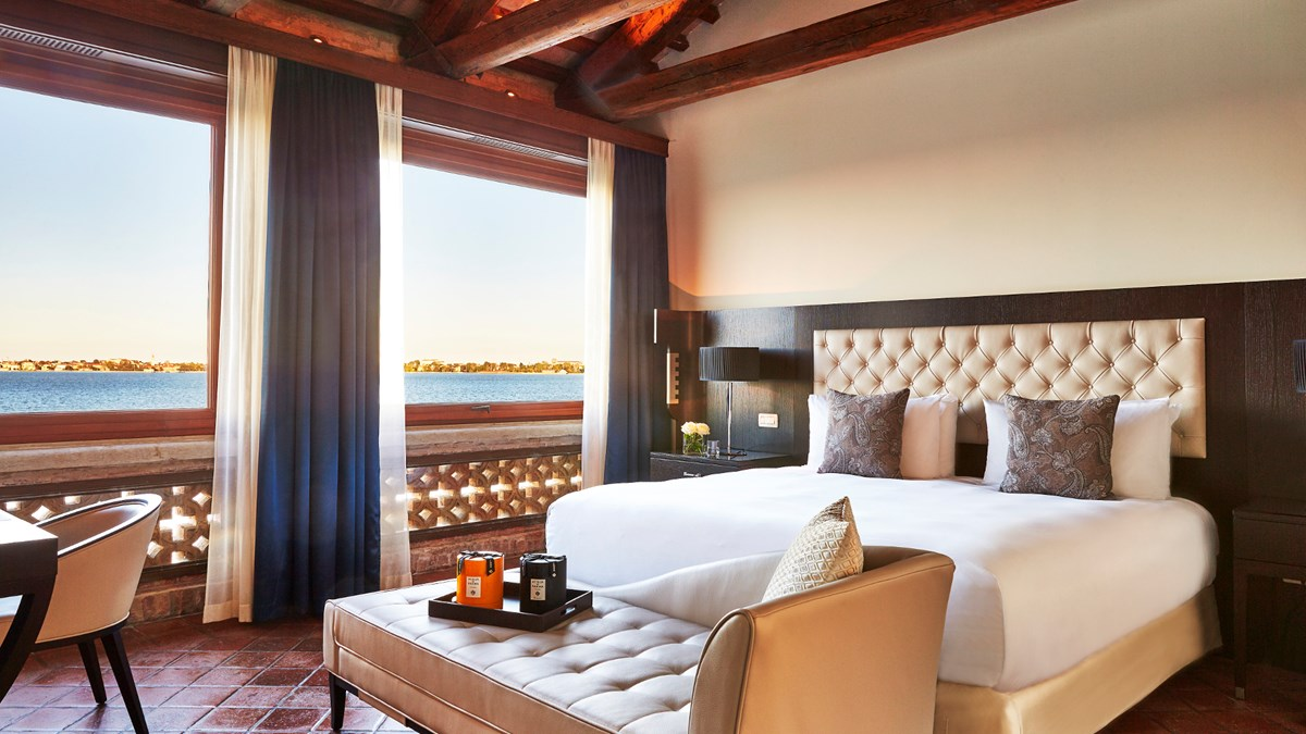 san-clemente-suite-bedroom_scpk-1920x1080