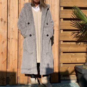 JAS YVES licht grijs- faux fur jas met capuchon.