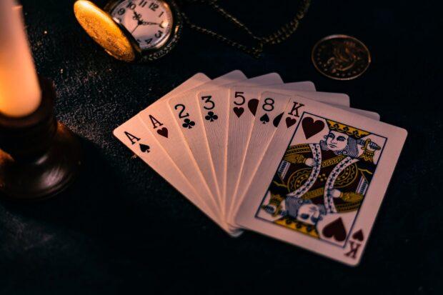 poker aces pair example 620x413 - Обзор и основные возможности онлайн казино Pin-Up