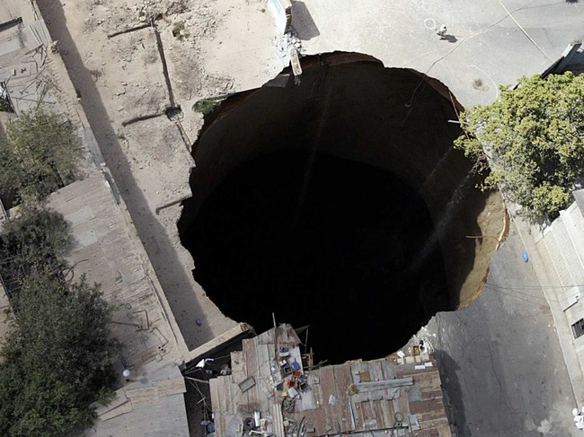 Guatemala City sink hole