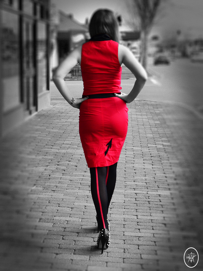 devel_DevilSkinDress_walk