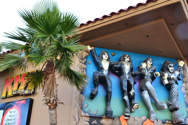 KISS Minigolf Las Vegas | Devel Men & Women