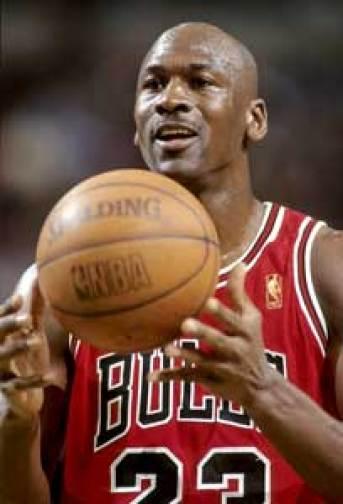 Michael Jordan connait le secret pour réussir tout ce que l'on entreprend. Il e résume en 4 principes ; Courage, Confiance, Constance, compétence
