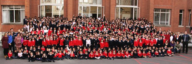 """Photo de groupe à l'EIB, école internationale bilingue """"The Victor Hugo School"""""""