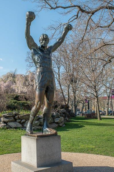 Témoignage sur le système scolaire américain - Photo de la statue de Rocky à Philadelphie