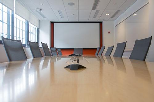 Une salle de visio-conference pour être à l'aise en anglais professionnel