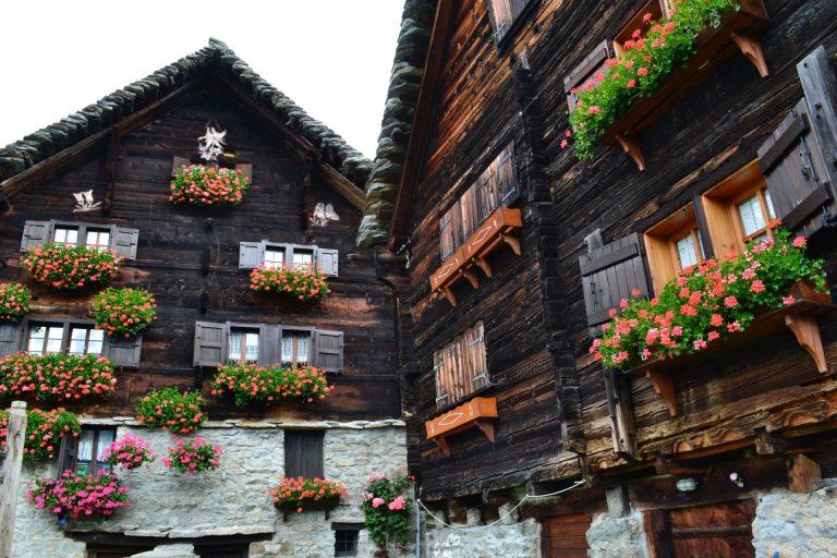 Read more about the article Giro in due giorni dei villaggi walser. 1 Camminata attraverso Salecchio e l'Alpe Pojala