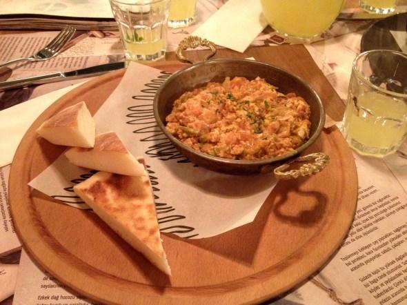 Karafırın Cafe es uno de los lugares más recomendables para comer en Sultanahmet.