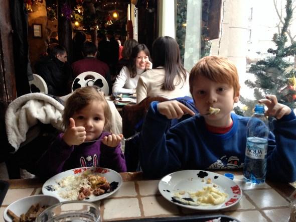 Almuerzo en el restaurante buffete Mu-Mu.
