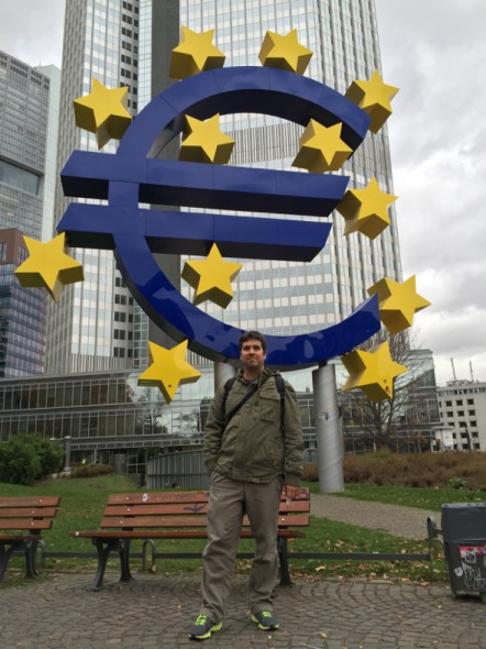 Monumento al Euro, frente al Banco Central Europeo.