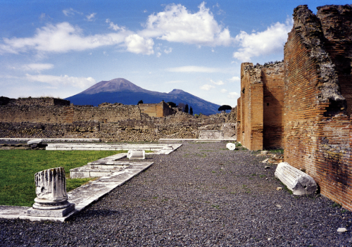 1280px-Vesuvius_from_Pompeii_(hires_version_2_scaled)