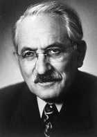 Selman Abraham Waksman (1888-1973), bioquímico norte-americano, premiado com o Prêmio Nobel de Medicina em 1952. Especialista em microbiologia do solo, Waksman inspirou-se no descobrimento da penicilina para obter a estreptomicina.
