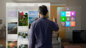 Pessoa usando o HoloLens