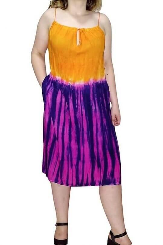 színes pántos ruha