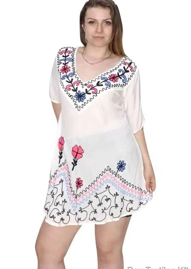 Indiai nyári tunika fehér színben hímzett minta