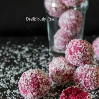 Raw Vegan Coconut & Beetroot Balls