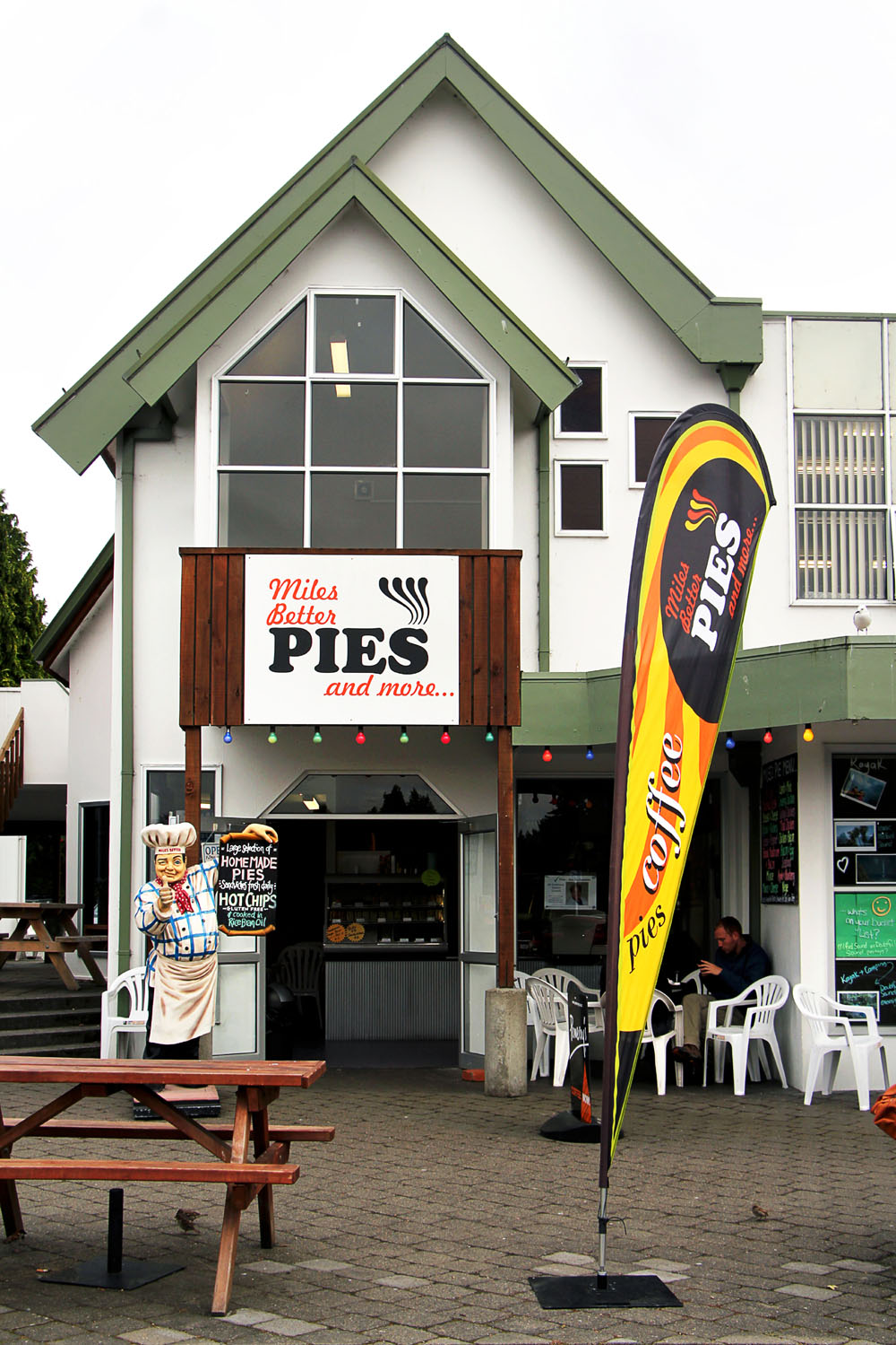 Fiordland Food Cart & Miles Better Pies @ Te Anau, New Zealand