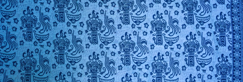 Yoeri's sarong: Balinese pattern dark blue figures on light blue