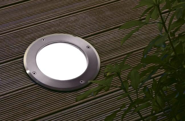 Spot étanche pour ampoule E27 pouvant être encastré