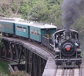 800px-Tourist_train_at_Alto_Mire_Olga by Nils Oberg for wikipedia share alike license