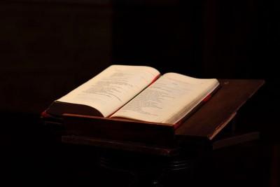 La Bible, Notre-Dame wikimedia share-alike license
