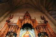 http://commons.wikimedia.org/wiki/File:Upper_altar_01_-_Holy_Spirit_Chapel_-_National_Cathedral_-_DC.JPG