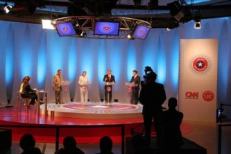 https://commons.wikimedia.org/wiki/File:Debate_televisivo_Canal_13_CNN.jpg