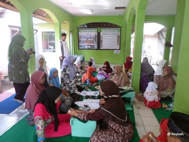 Women get free health checks with Aisyiyah in Central Java.
