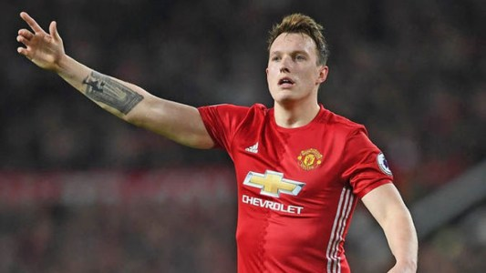 Phil Jones pemain MU
