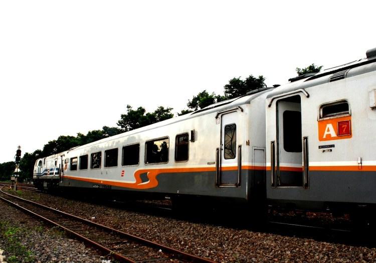 train-199634_1280