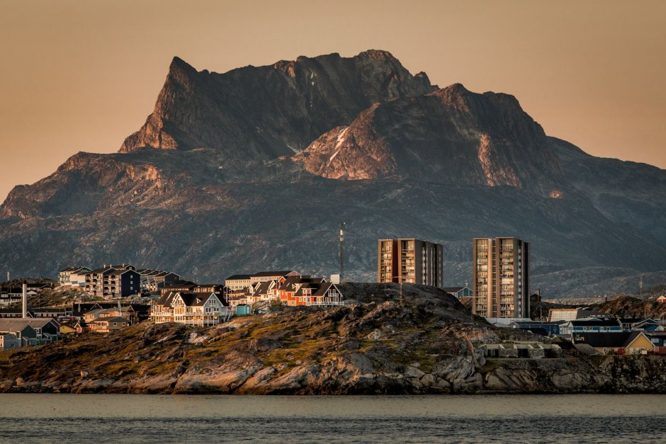 buildings-in-nuuk-with-the-mountain-sermitsiaq-in-the-background-at-sunset-in-greenland