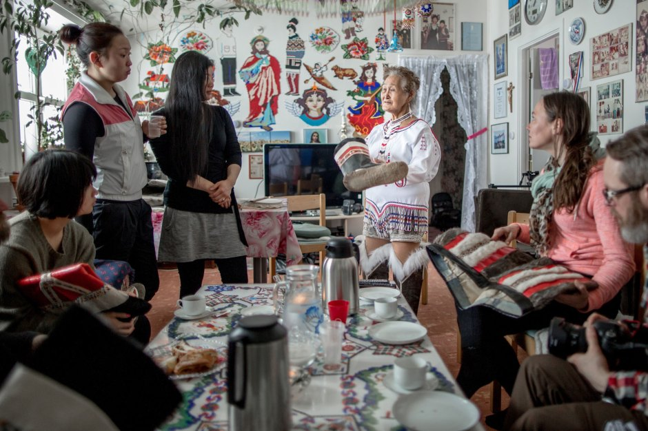 visiting-a-home-in-tasiilaq-in-east-greenland