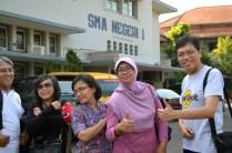 Di depan kantor SMAN 1