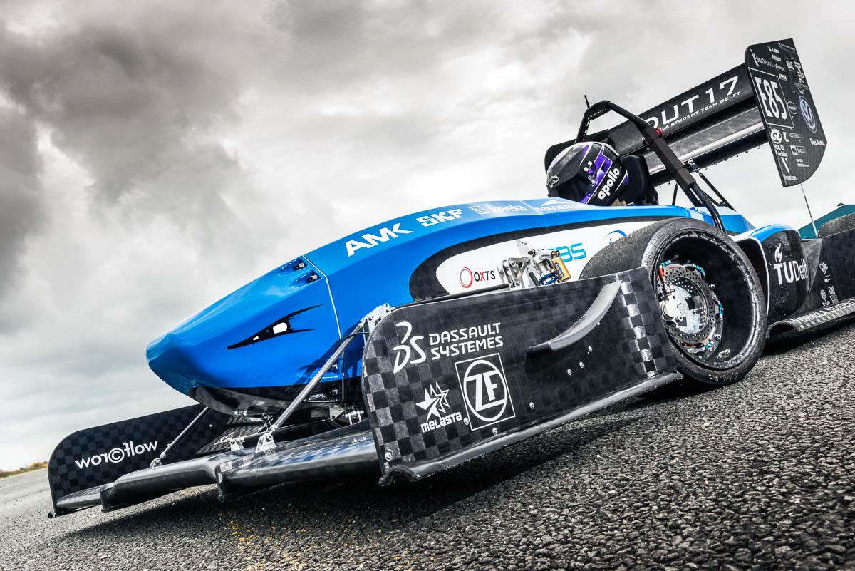 Pitmuur foto van de DUT18 van Formula Student team Delft