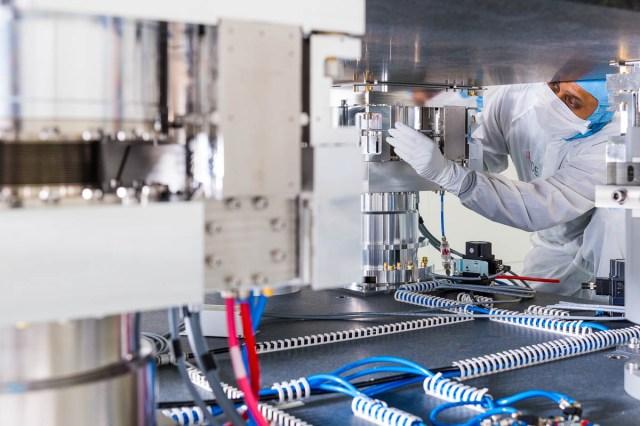 Assemblage triltafel voor de halfgeleiderindustrie als onderdeel van een jaarverslag